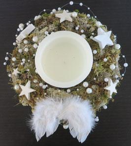 Adventskranz mit Moos und grosser Kerze