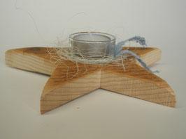 Teelichthalter in Sternform aus Altholz
