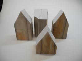 --DAVOS-- Häuschen aus Treibholz