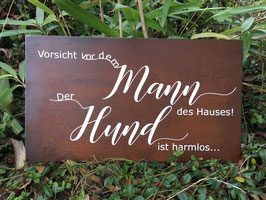 """Schild """"Vorsicht vor dem Mann des Hauses"""""""