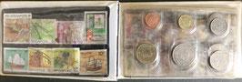 12種類のお金入りと16種類の切手入りシンガポール
