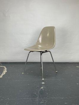 Herman Miller Eames Fiberglass Sidechair in Greige Light
