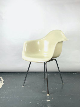 Herman Miller Eames Fiberglass Armchair in Parchment