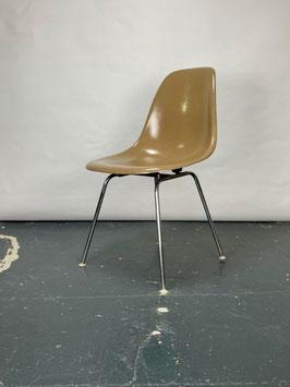 Herman Miller Eames Fiberglass Sidechair in Tan Light