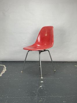 Herman Miller Eames Fiberglass Sidechair in Camine