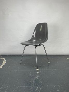 Herman Miller Eames Fiberglass Sidechair in Medium Grey
