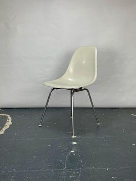 Herman Miller Eames Fiberglass Sidechair in Neutral Light