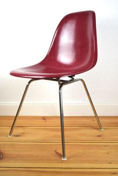 """Original Fiberglas Sidechair  """"Magenta""""  Summit Plastics für Herman Miller designed von Charles Eames"""