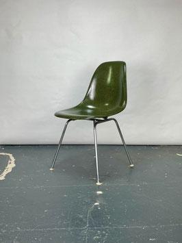 Herman Miller Eames Fiberglass Sidechair in Olive Green Dark