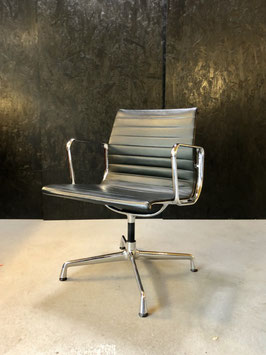 Eames EA 108 Aluminium Group Chair Leder Schwarz  Vitra
