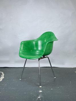 Herman Miller Eames Fiberglass Armchair in Cadmium Green