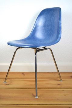 """Fiberglas Sidechair """"Medium Blue"""" Fehlbaum für Herman Miller Vitra designed von Charles Eames"""