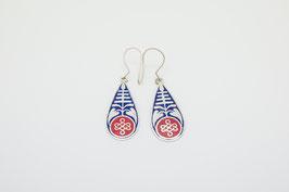 Langer Ornament Ohrring blau-rot mit Endlosknoten