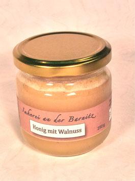 Honig mit Walnuß