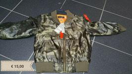 tussen jasjes bodeaux, camouflage, legergroen