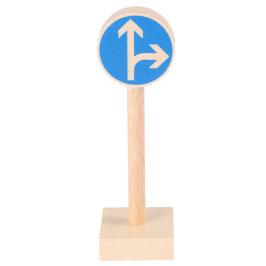 Verkehrszeichen Geradeaus oder Rechts