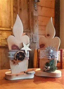 Kerzen aus Zirbenholz geschmückt oder roh