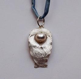 Schutzengel mit großer Perle