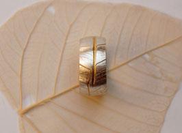 Silberring mit Blattstruktur
