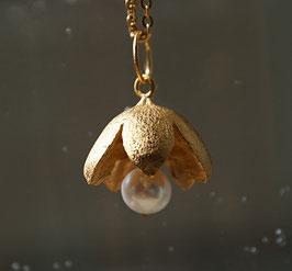 Blütenanhänger feinvergoldet mit Perle