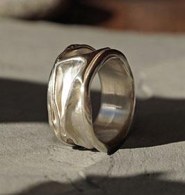 Silberring geknautscht breit