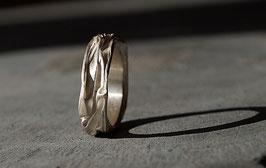 Silberring geknautscht