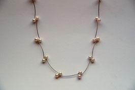 lange Silberkette mit Perlen