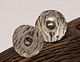 Ohrstecker aus Silber mit Baumrindenstruktur