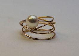 Goldring gewickelt mit Perle