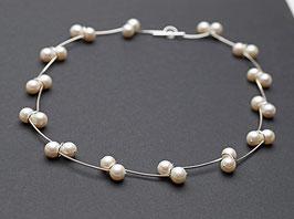 Silberkette mit Perlen