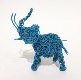 Elefante azzurro in filo metallico