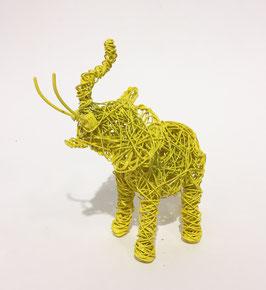 Elefante giallo in filo metallico