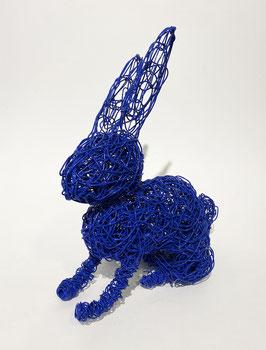 Coniglio blu in filo metallico