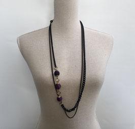 Metalen ketting zwart met 3 paarse stoffen kralen