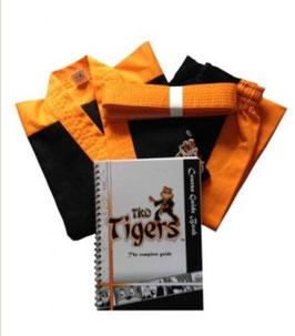 Set voor de Tijgers  (oranje dobok (pak) +band+lesboek) 110,120,130,140  (Set zie info)