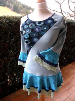 Elfenzauber-Shirt blaugrau-türkis mit zweilagigem Volant und Spitze