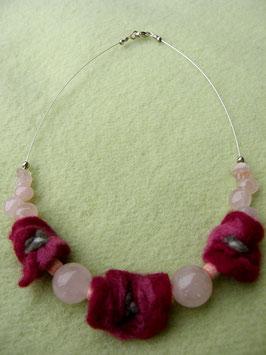 Silberdrahtkette mit Rosenquarz und handgefilzten Blüten