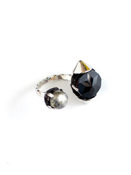 FIFS Studs Onyx RING matrix pyrite
