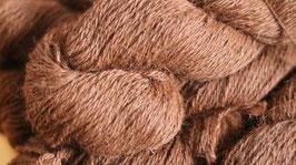 Tolle Wolle von unseren Nils eingetroffen in braun 100 g , 3 fädig