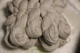 Schöne Wolle von unseren Matrix in Natur weiß jeweils 100g
