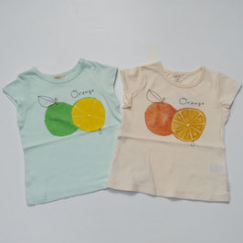 オレンジプリントの半袖Tシャツ