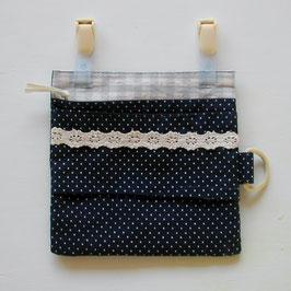 紺地ピンドット柄の外付けポケット