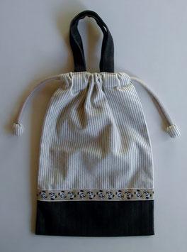 シリーズ15の上履き袋(パンダチロリアン)