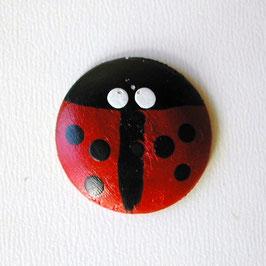 木製てんとう虫のボタン