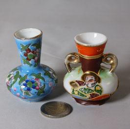 2 Stück kleine chinesische Vasen
