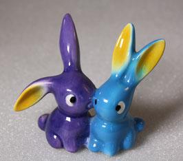 Porzellan Hasen in blau und violett (lila) von Geobel