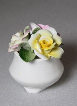 Porzellan Rosen im Topf