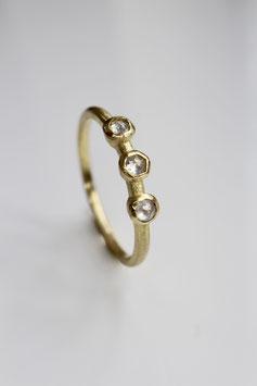 Ring aus 750 Gold mit 3 weißen Diamanten