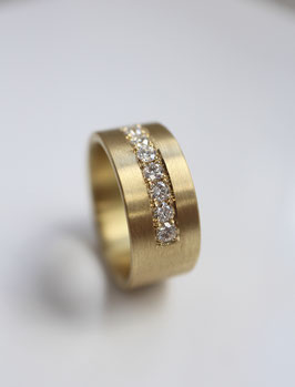 Bandring aus 750 Gold mit Brillanten in Paveefassung