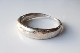 Armreif aus Silber geschmiedet